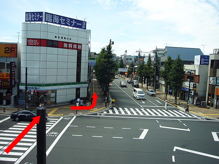広場から見える正面の通りが『とちの木通り』になります。